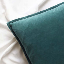 Lade das Bild in den Galerie-Viewer, Pacific Green Velvet Cushion