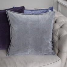 Lade das Bild in den Galerie-Viewer, Grey Velvet Cushion