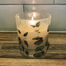 Lade das Bild in den Galerie-Viewer, Eucalyptus & Mint Scented Candle