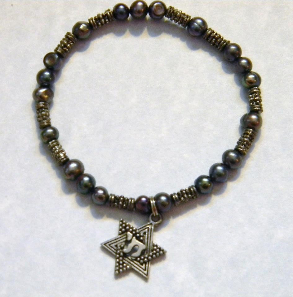 Gray Pearl and Bali Silver Stretch Bracelet with Jewish Star Hai Charm