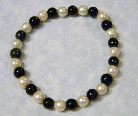 Alternating Onyx and White Freshwater Pearl Stretch Bracelet