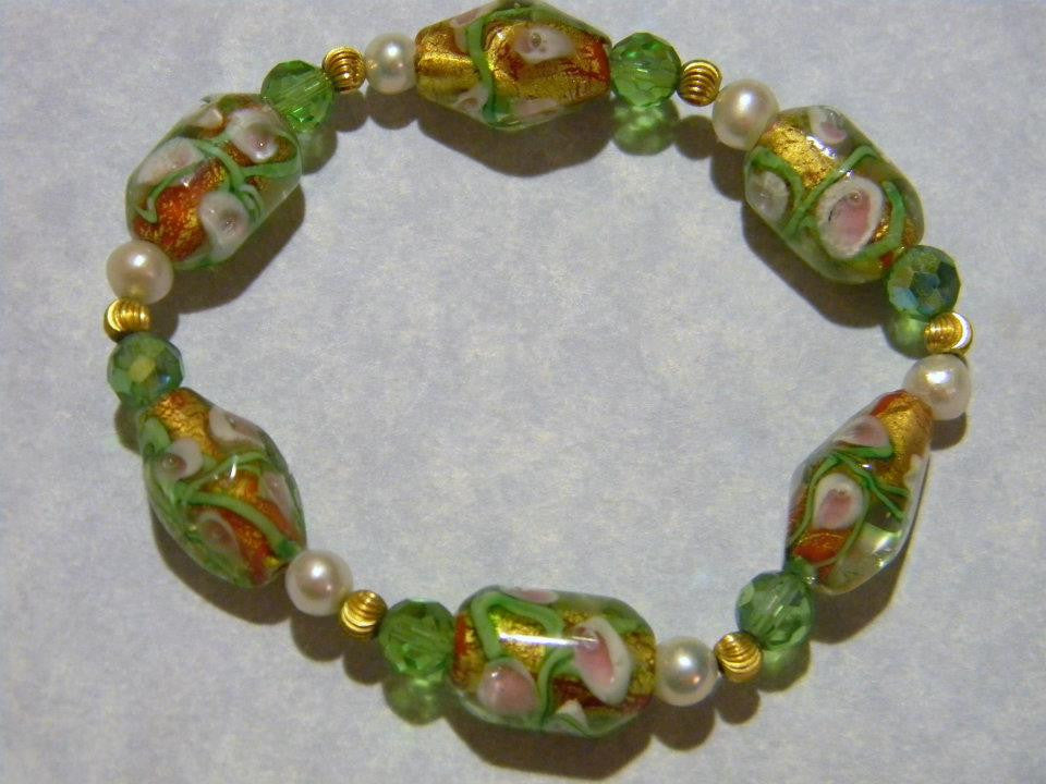 Green and Pink Glass Foil Bead, Pearl and Gold Stretch Bracelet