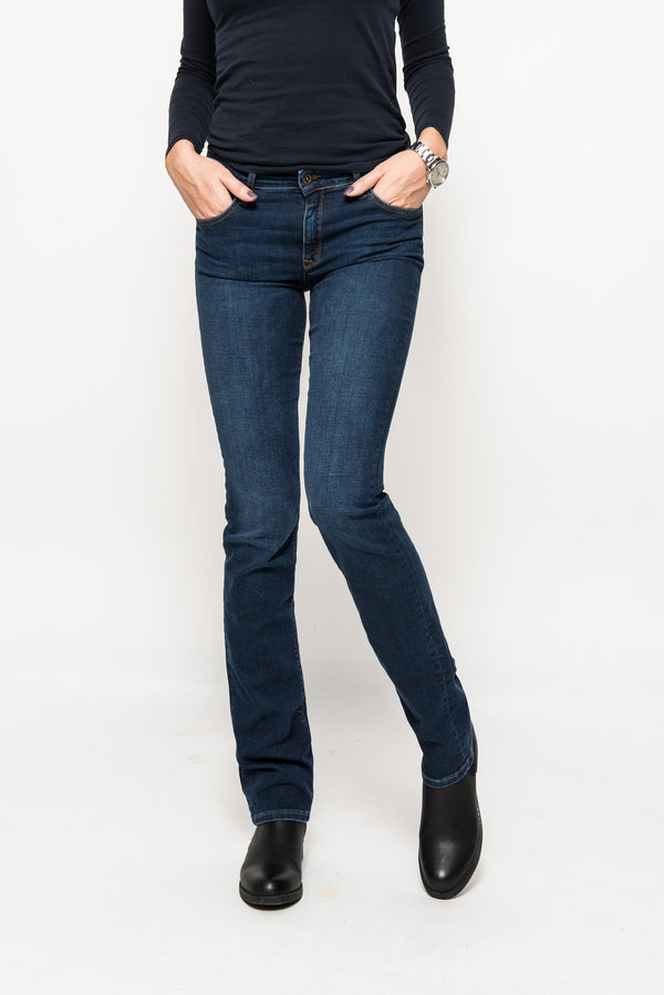 Kathrin regular curved straight legs blue jeans  Superjeans Of Sweden sjos 991596