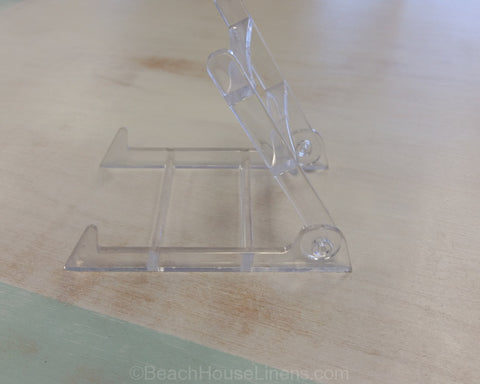 Small Acrylic Plate Stand