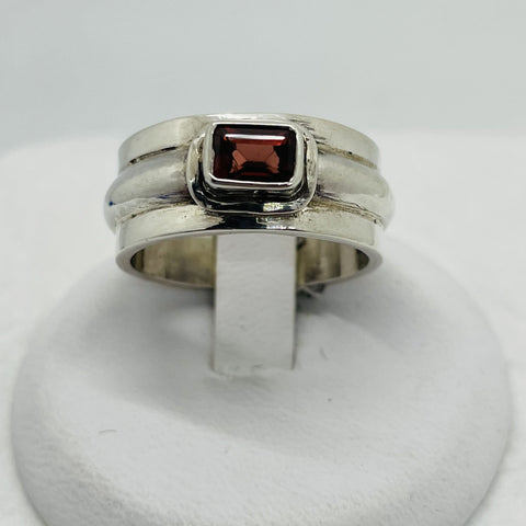 925 Solid Sterling Silver Band Ring With Garnet Stone, Size 7.75