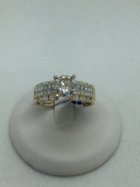 Vintage Solid 18k Gold Diamond Engagement Ring