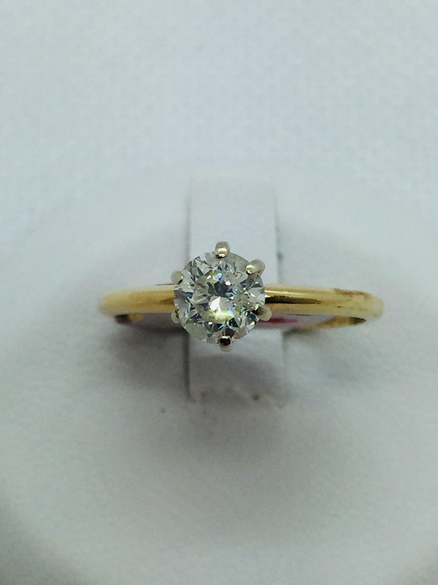Vintage 14k Solid Gold Diamond Solitare Engagement Ring