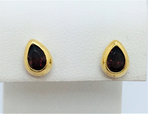 18 K Yellow Gold Garnet Earrings