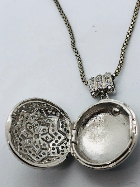 925 Sterling Silver Flower Star Locket with Silver  20 inch Chain