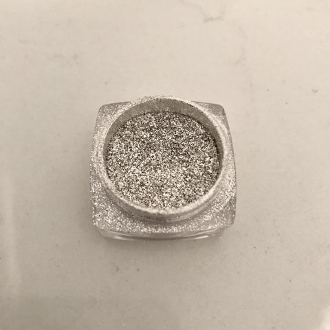 Chrome Powder Silver (included applicator)