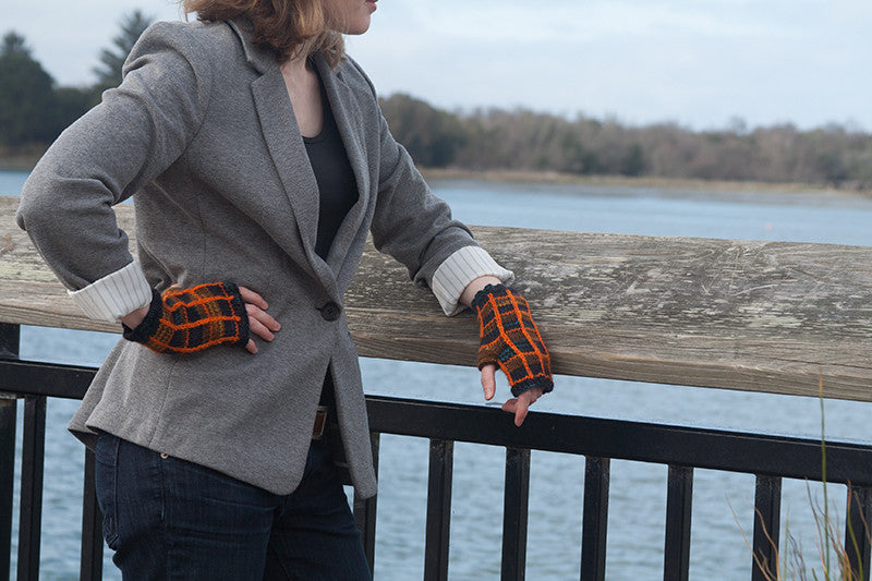 Plaid Traveling Mitts