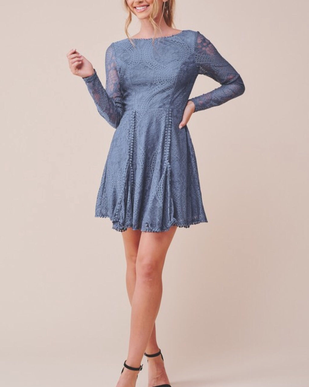 BLUE LONG SLEEVE OPEN BACK LACE DRESS