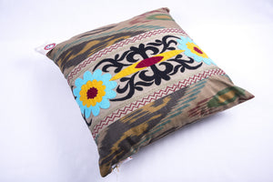 "Ikat and Suzani Embroidery Pillow Cover, ""Kamon"" (Bow) - HoonArts - 4"