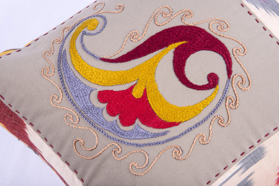 "Ikat & Suzani Pillow Cover, ""Qalanfur"" (Pepper) - HoonArts - 1"