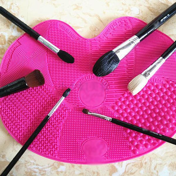 Health & Beauty - Multi-Textured Make Up Beauty Brush Cleaning Mat