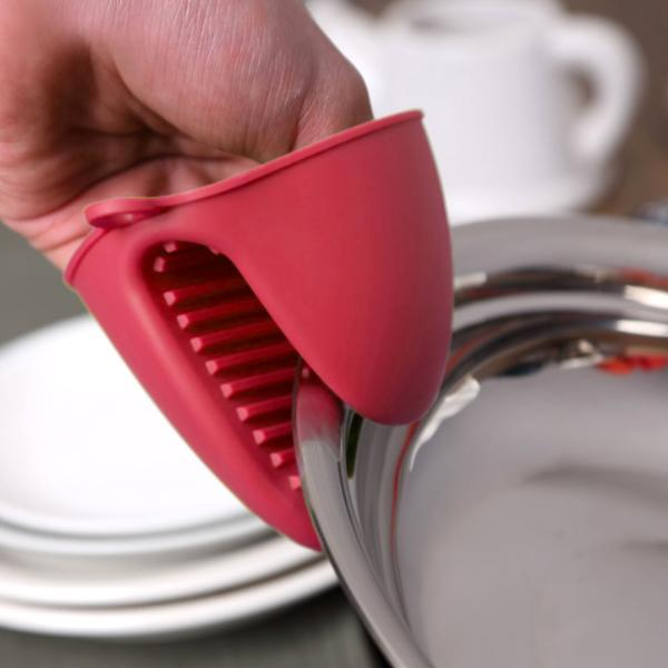 Kitchen - 2 Pack: Heat-Resistant Silicone Pot Holder And Oven Mitt Grip Claw - Assorted Colours