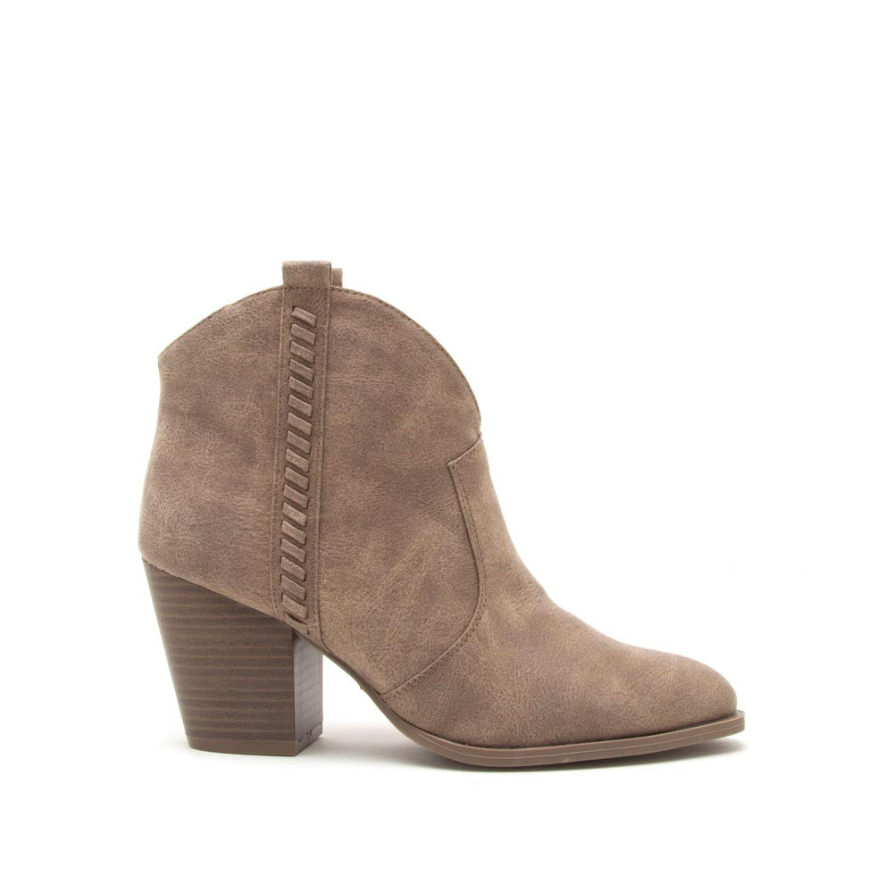 qupid women shoes prenton 38 taupe distressed western bootie