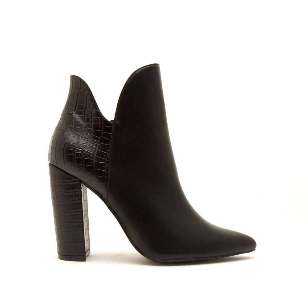 Signal-84X Black Pointed Toe Booties