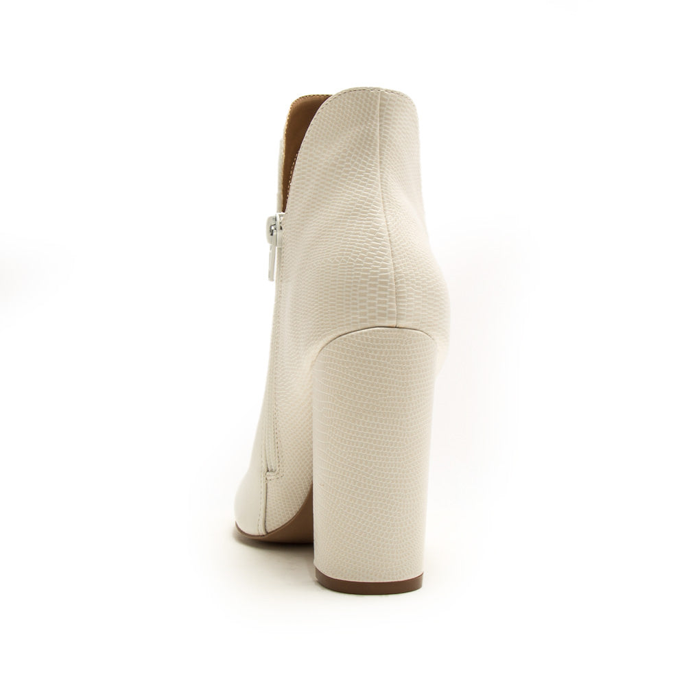 Signal-84X White Pointed Toe Booties