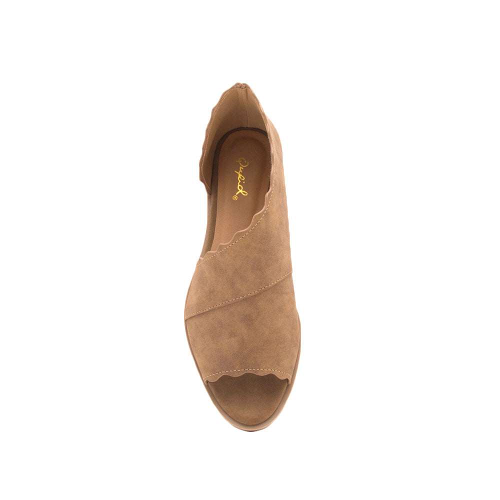 Sting-31 Cognac Scalloped Ballerinas