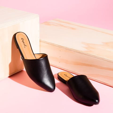 Swirl-126 Black Leatherette Mule Slide