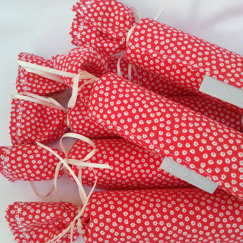 Fabric Christmas Crackers - Set of 6 (Red/White Daisy) - annie morris