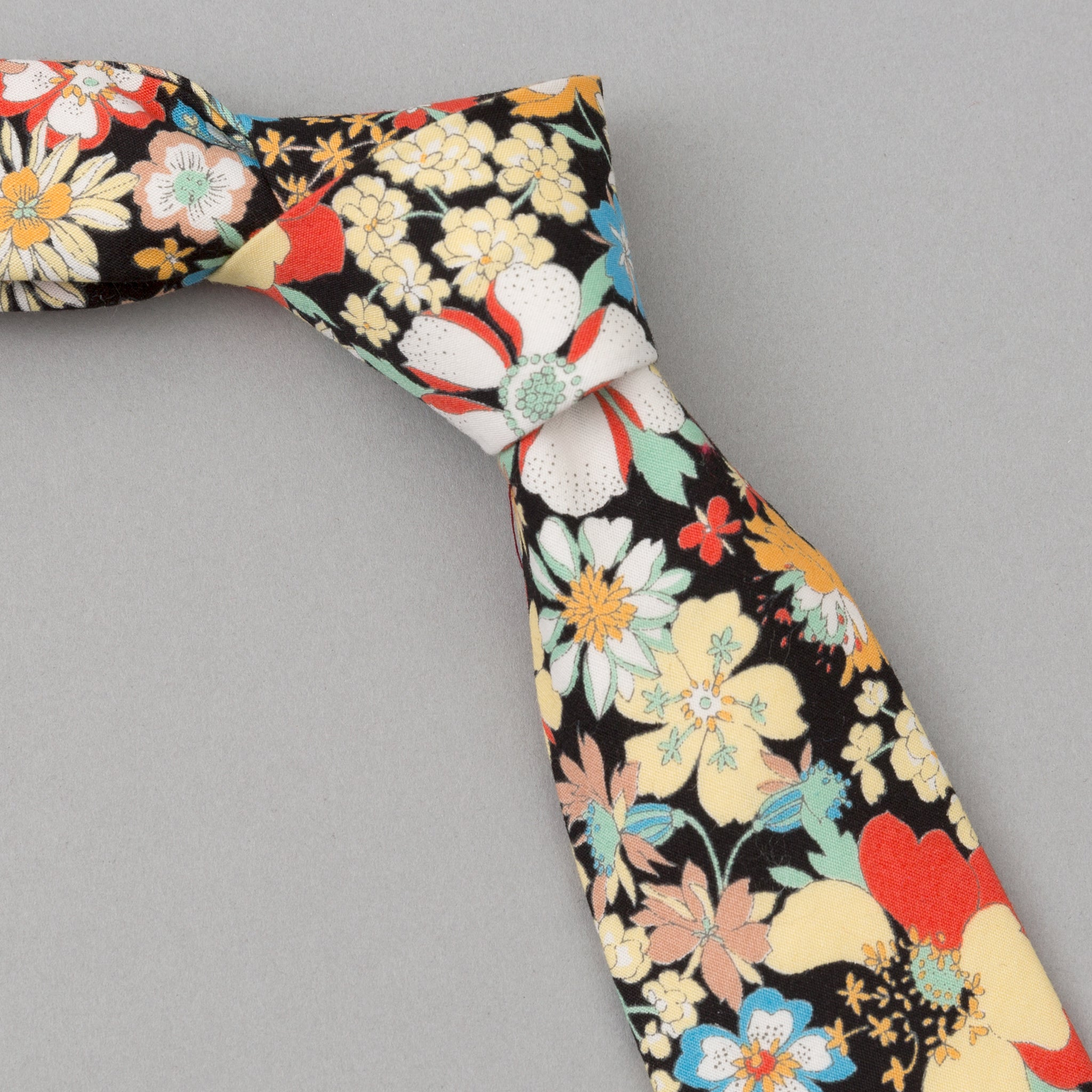 The Hill-Side - Psychedelic Floral Print Tie, Black - PT1-489 / ST1-489 - image 1