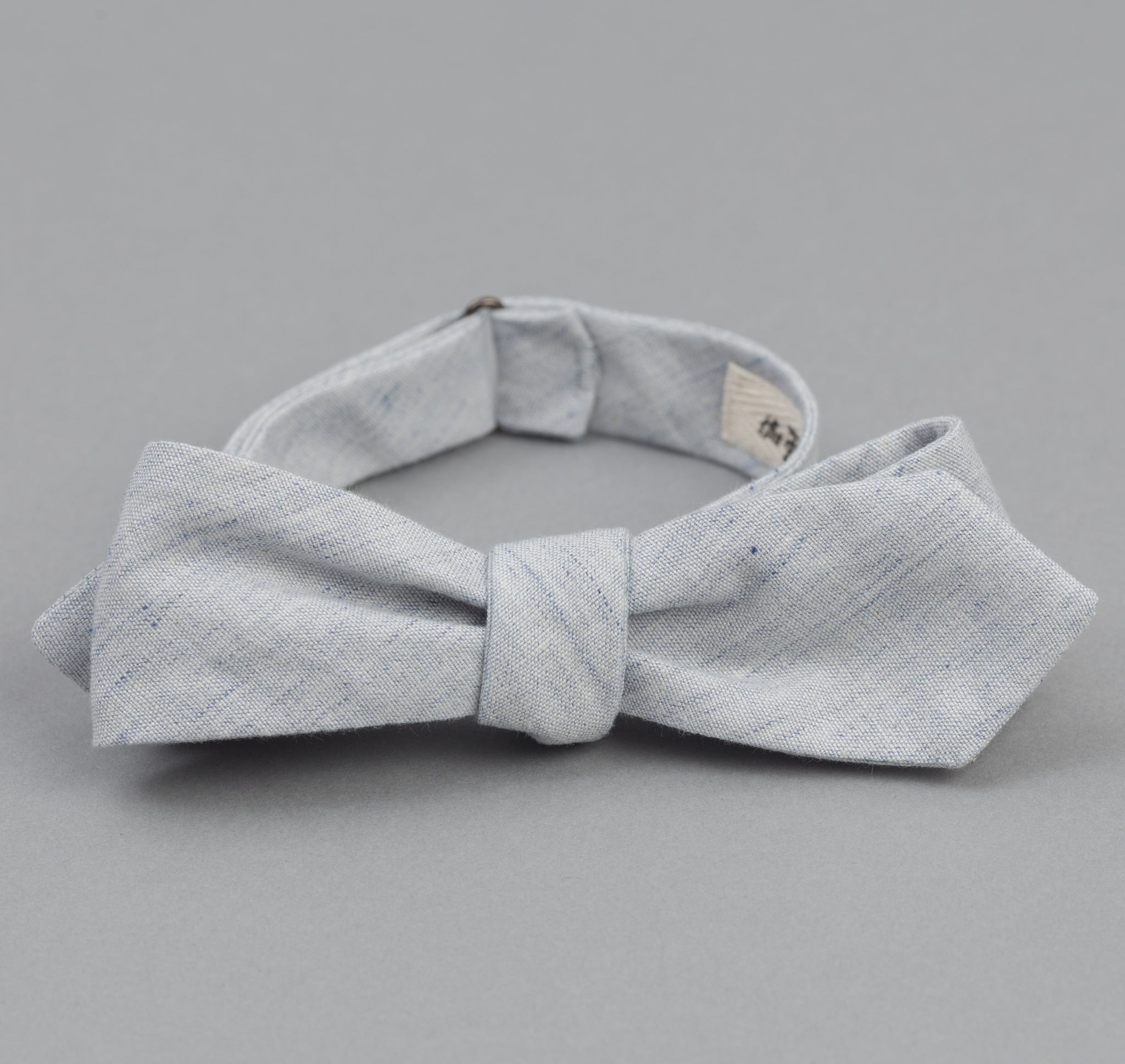 The Hill-Side Chambray Bow Tie, Variegated Pale Indigo Warp