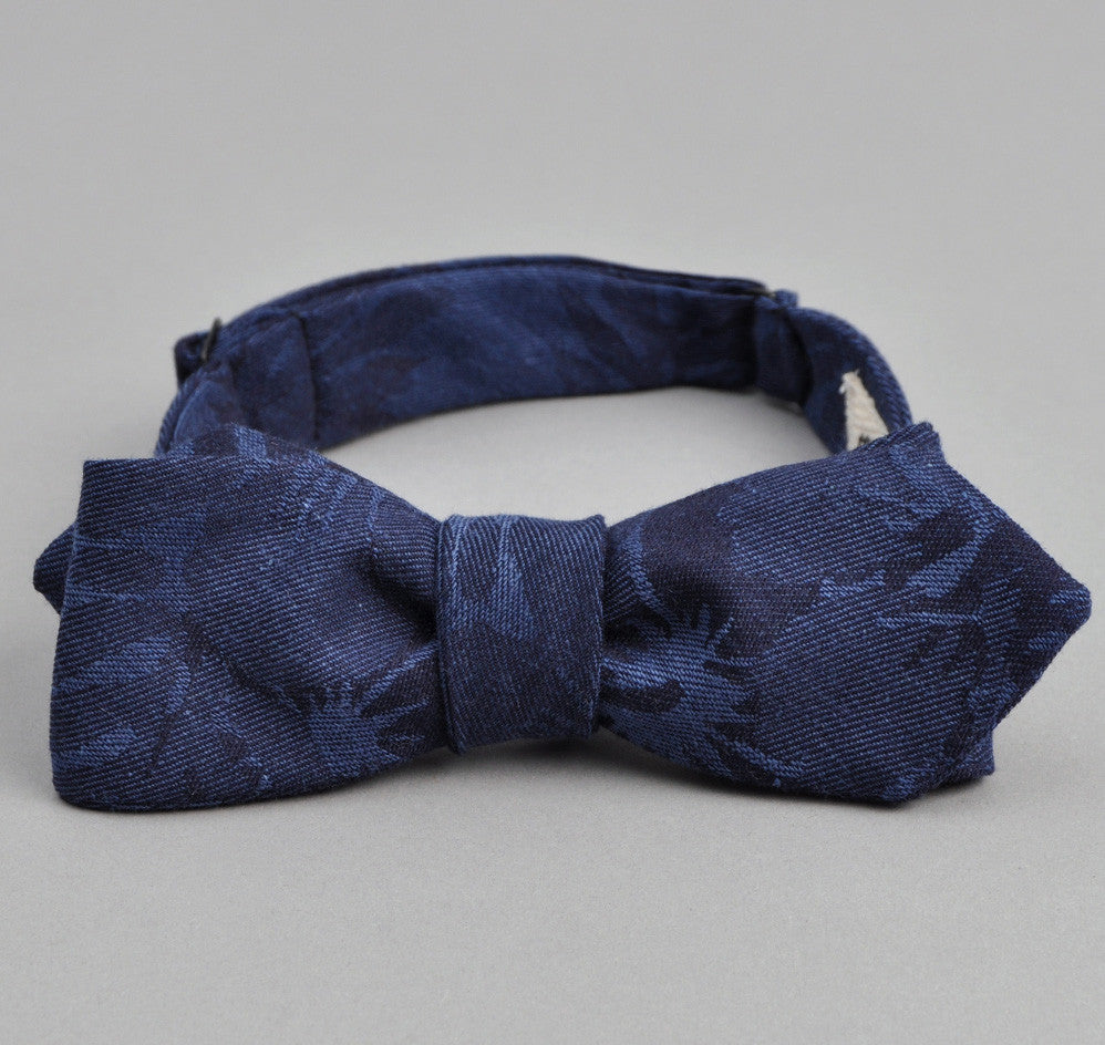 The Hill-Side Cotton / Linen Jacquard Aloha Bow Tie, Navy