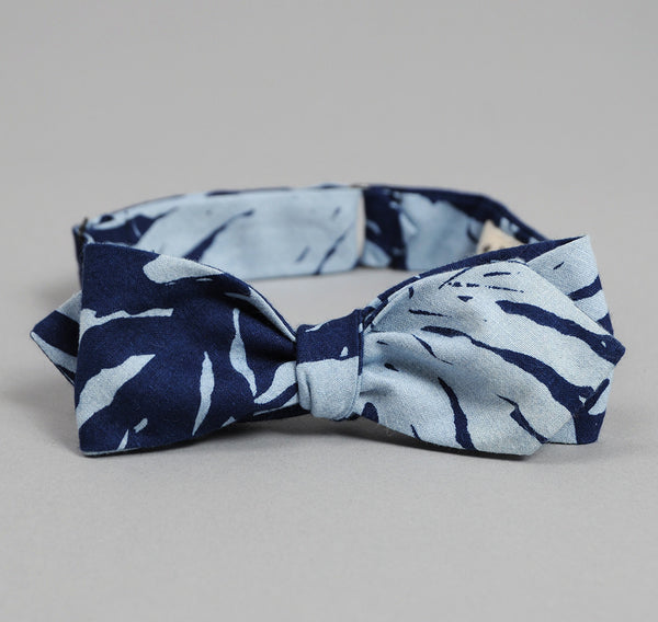 The Hill-Side Palm Leaves Half-Discharge Print Bow Tie, Indigo