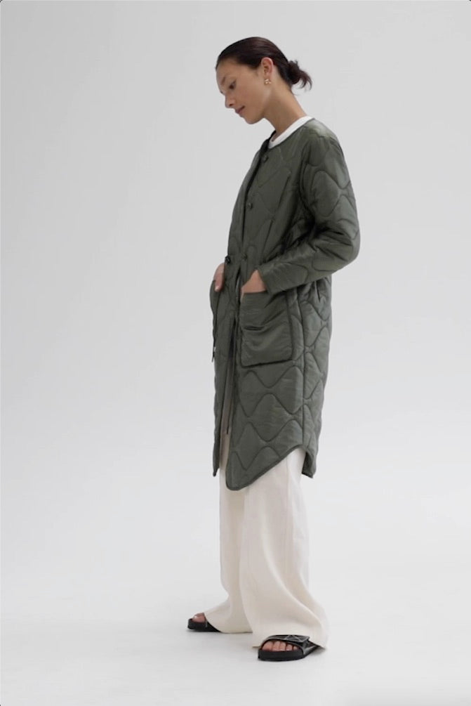 https://cdn.shopify.com/s/files/1/0729/1091/files/The_Lillian_Coat_-_Green.mp4?v=1612311877