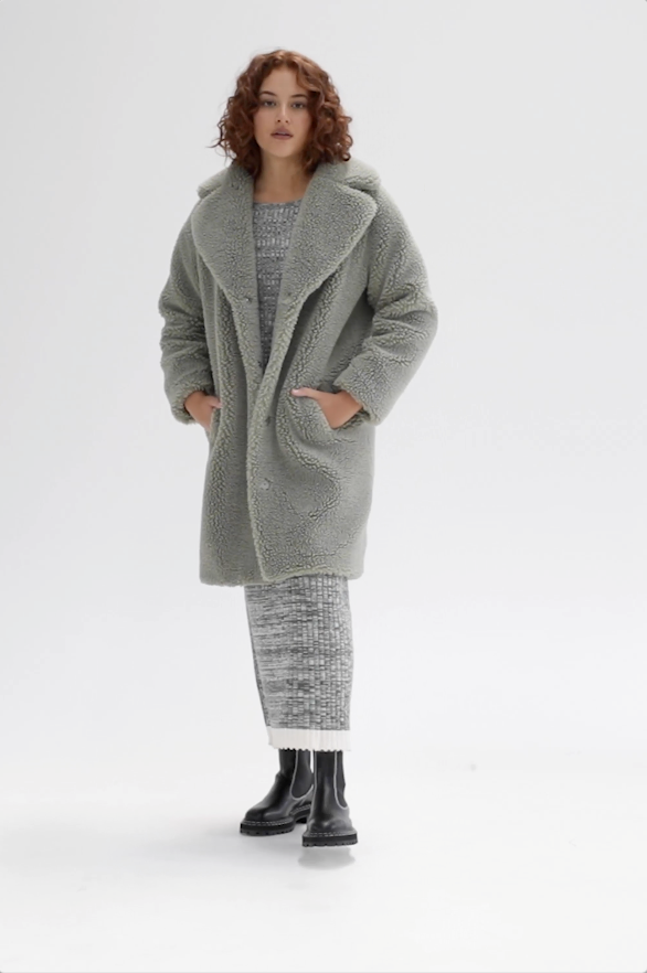 https://cdn.shopify.com/s/files/1/0729/1091/files/Harriet-Coat-Sage.mp4?v=1615875139