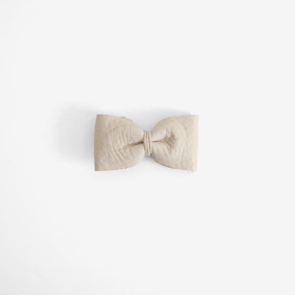Mace Leather Bow Clip - Clay