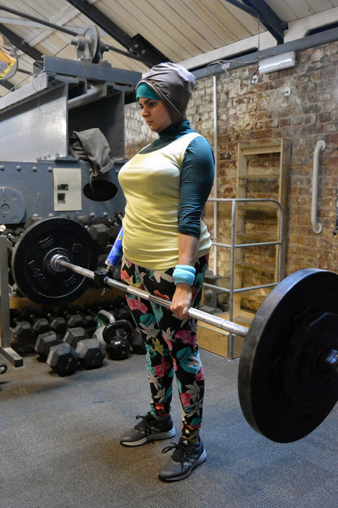 Amazing Anoushe Husain weight lifting