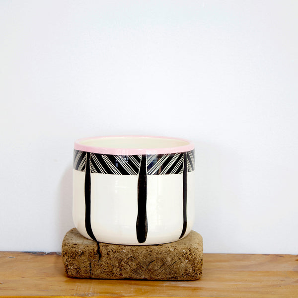 Crosshatch Jumbo Planter M - Black & Dusty Pink