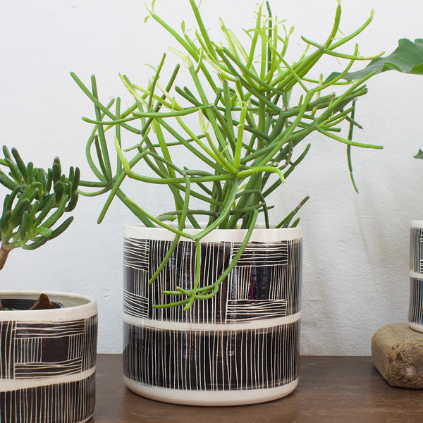 Linear Stripe Jumbo Planter L - Black