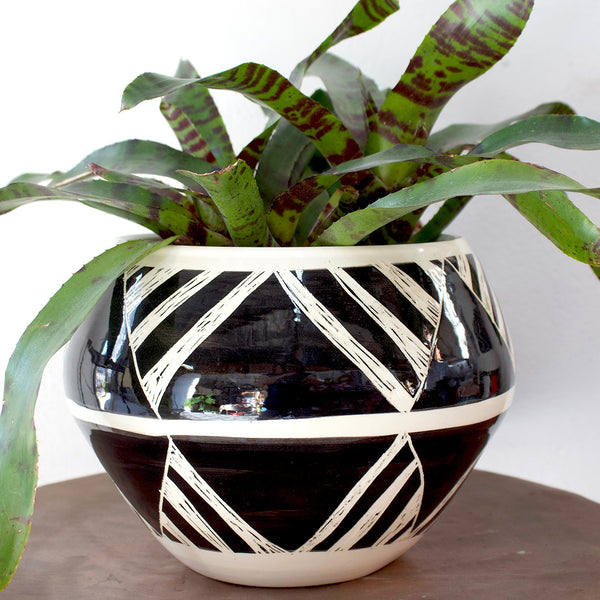 Oblique Orb Vessel - Black