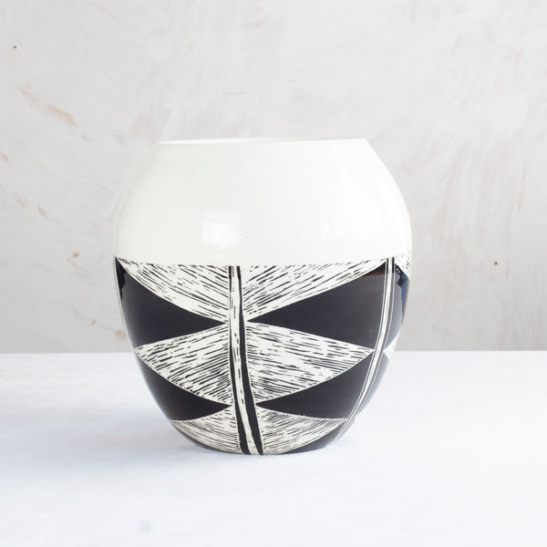 Teeth Orb Vase - Black