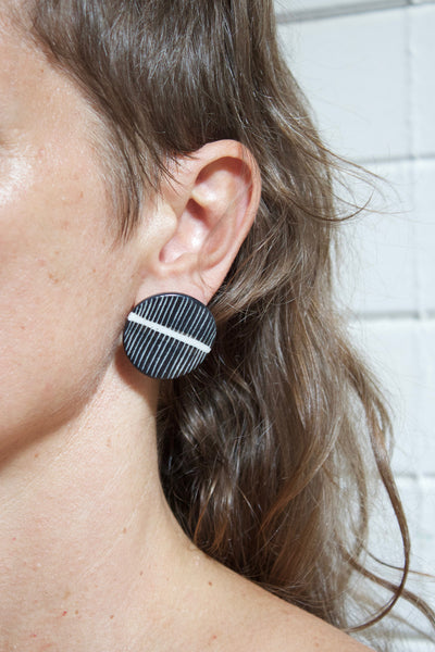 White Stripe - medium studs