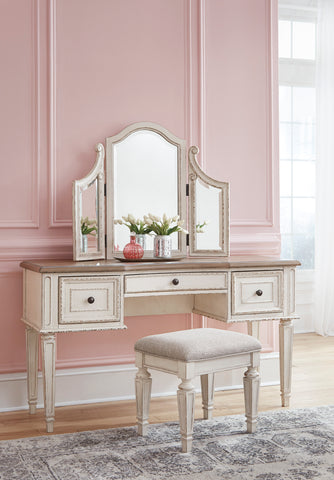 Realyn Vanity With Chair