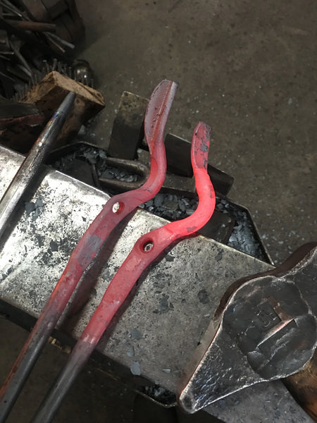 Everyday bolt tongs