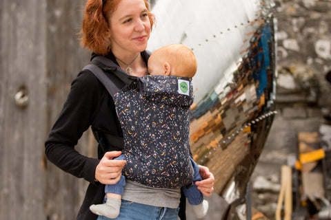 KahuBaby Carrier enables you to carry your baby safely and in comfort, in three easy clicks.