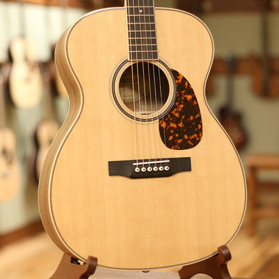 Larrivee OM-40 Walnut Custom