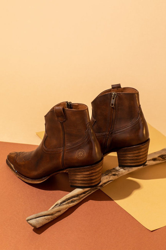Agave Rand Brown Full Grain Leather Ankle Western Boots