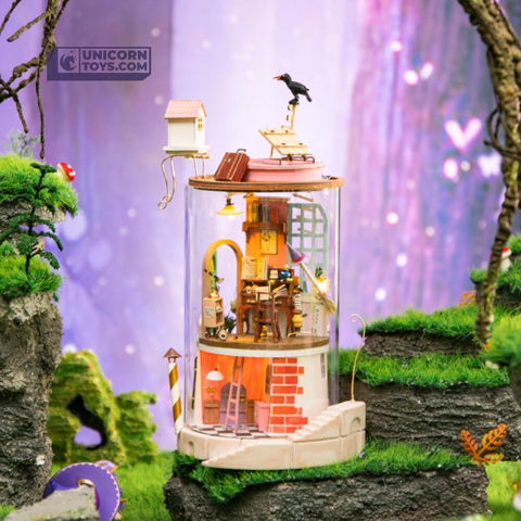 Secluded Neighbour Glass Miniature Dollhouse