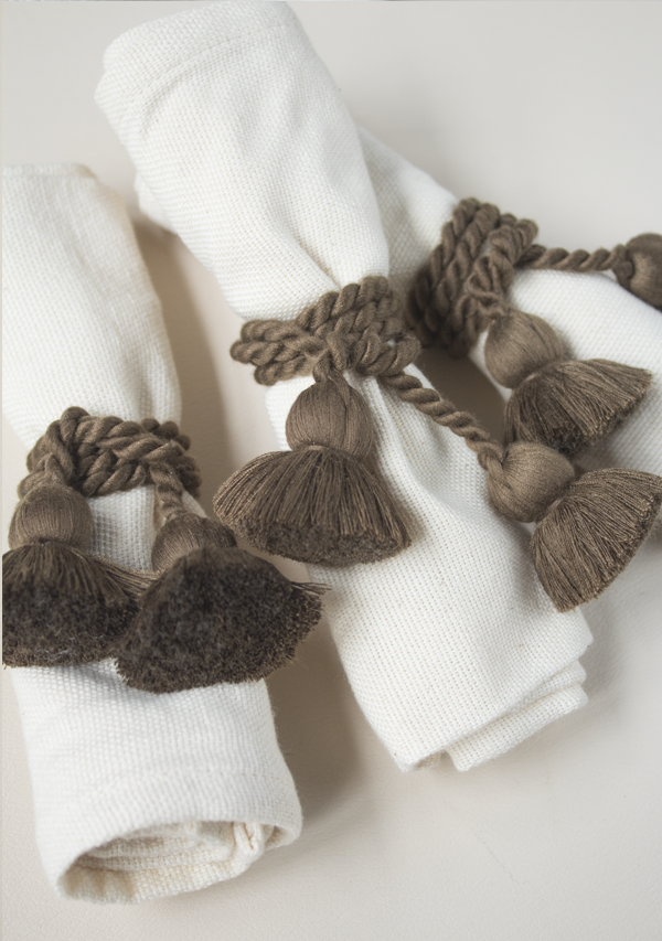Raw Cotton Napkins and Brown Napkinrings - Lula Mena