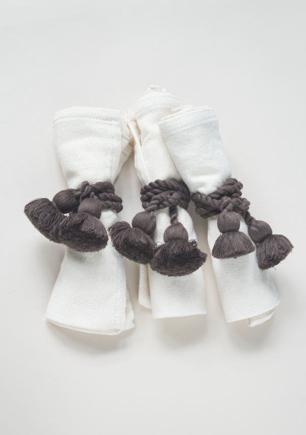 Raw Cotton Napkins and Dark Brown Napkinrings - Lula Mena