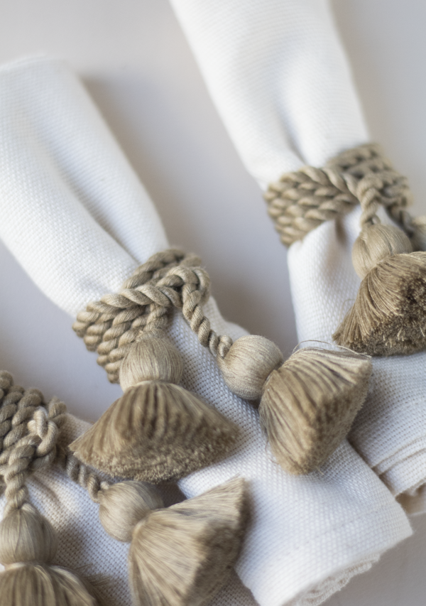 Raw Cotton Napkins and Light Copper Napkinrings - Lula Mena