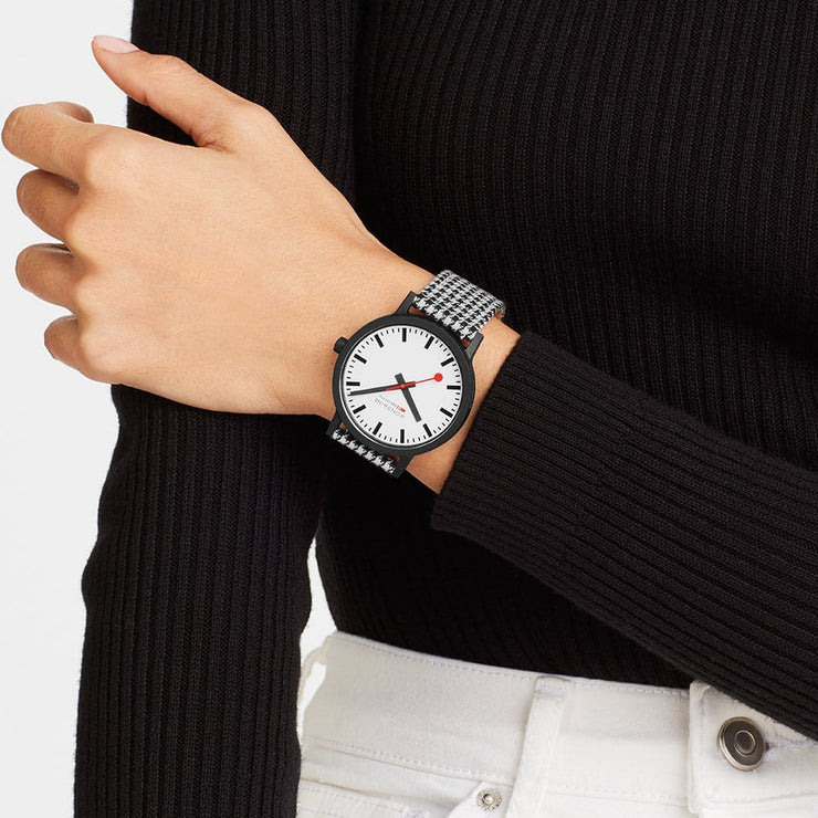 Sustainable Materials: Large Black Case Houndstooth Watch