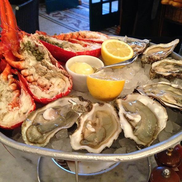 Live Maine Lobster and Fresh East Coast Oysters